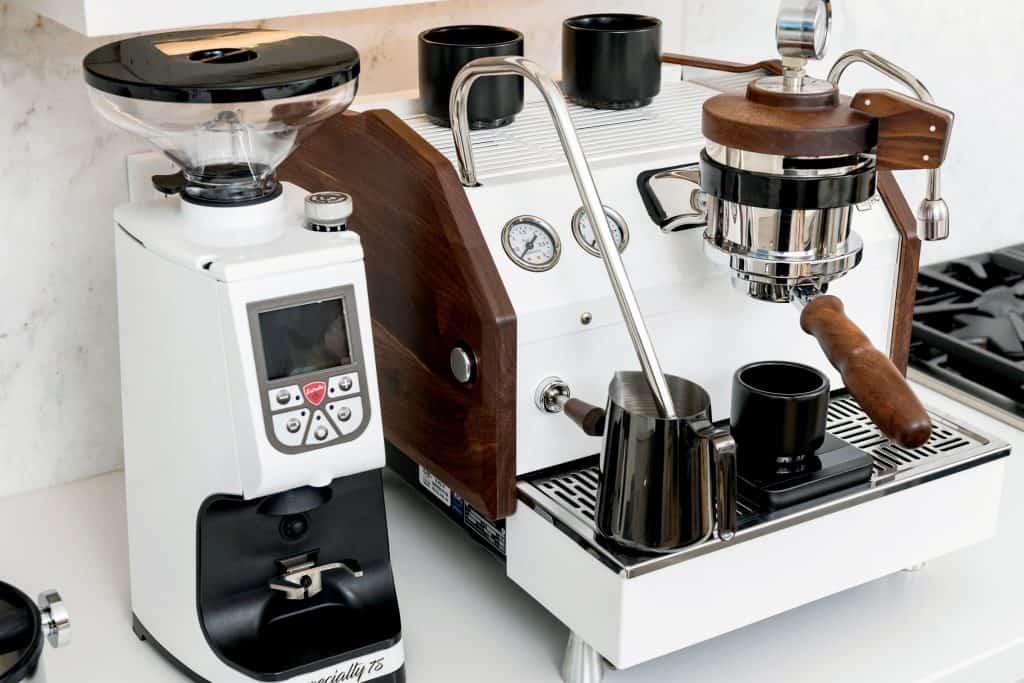 espresso maker with grinder built in